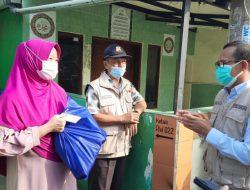 Wakil Wali Kota Depok Bagikan Bantuan Sembako untuk Warga Sukmajaya